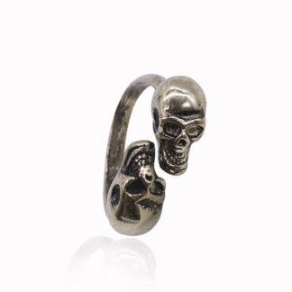 Skulls Facing Ring